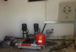 משאבות-הגברת-לחץ-מים-בחדר-משאבות-וצנרת